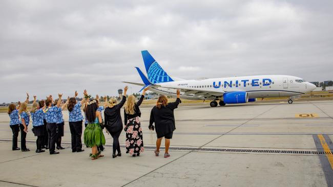 United flight to Honolulu taking off