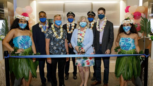 United flight to Honolulu ribbon cutting
